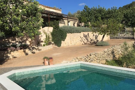 Bonita casa de piedra con piscina - Talo