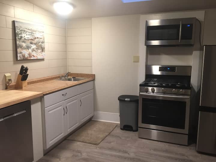 Remodeled 1 Bedroom Apt Historic Downtown Gallup