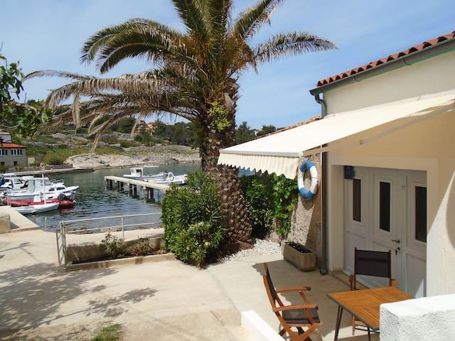 Sunny house near the sea. - Mali Losinj - Casa