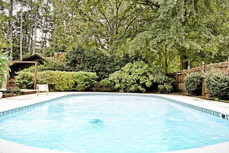 Poolside living in private home - Peachtree City