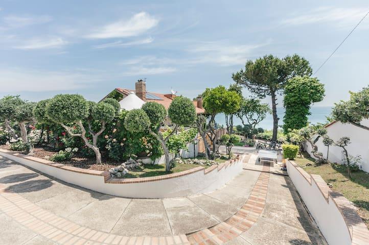 app.2 Villa Osca giardini, piscina, vista mare.