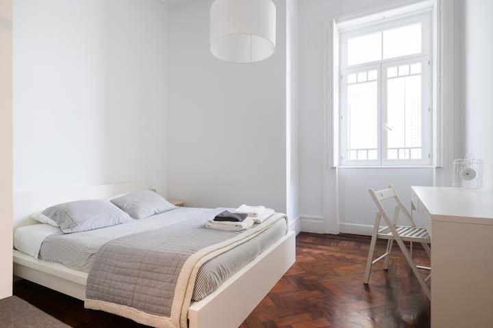 Baixa24 - City Center Private Sun Deck Apt Room 3