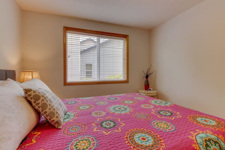 Mac Haven home w/ a furnished deck & firepit - near downtown/wineries!