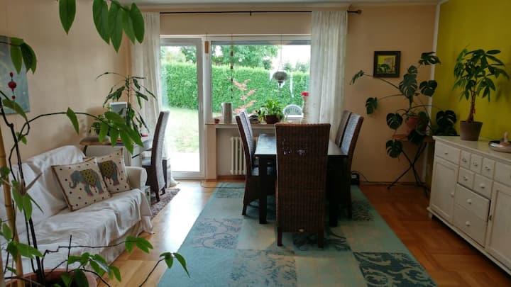 einfache, aber gemütliche Wohnung mit Garten