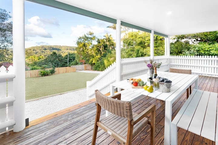 Escape to Eumundi! Renovated cottage close to town