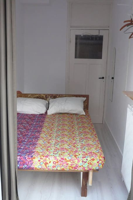 The bed with just one shelf + a mirror in place.