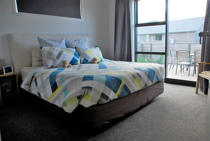 Superking bedroom with Ensuite - Private Entrance