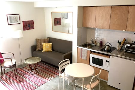 Modern Studio at the Beacon Hill Lightrail - Hus