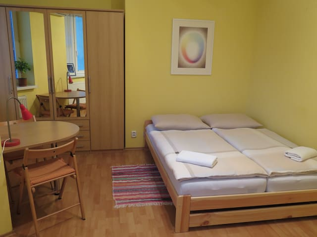 Lovely Studio with AIR-CON and Fast & Free WI-FI