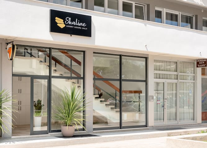 Skaline Luxury rooms - entrance
