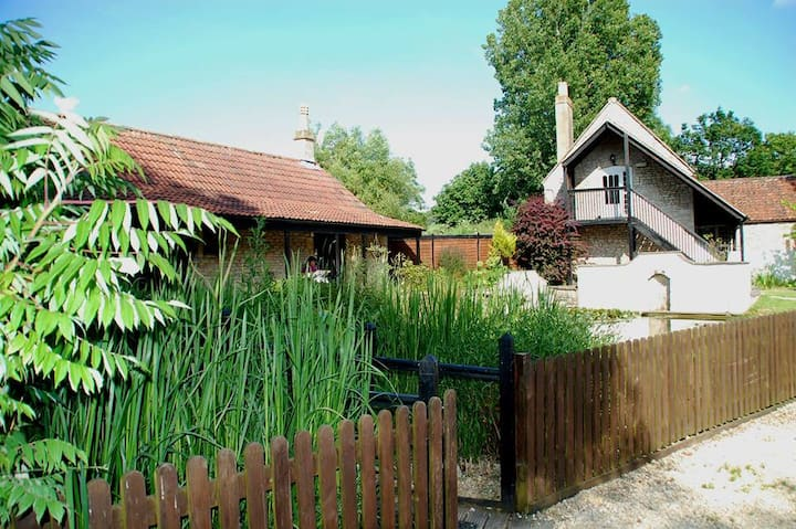The Mallard Studio - The Hinton Grange Collection