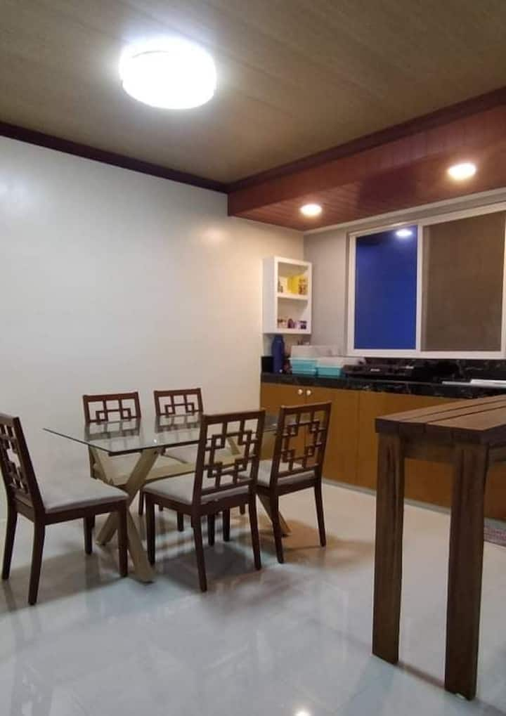 Modern FAMILY Home w/ 3Br, A/C and free WIFI