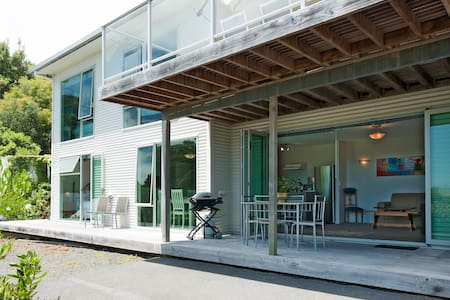 Modern 2 bedroom self catering unit with sea views - Haus