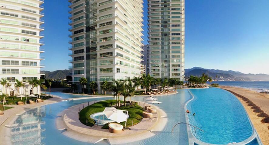 ★Peninsula Puerto Vallarta★Amazing Location★Beach★