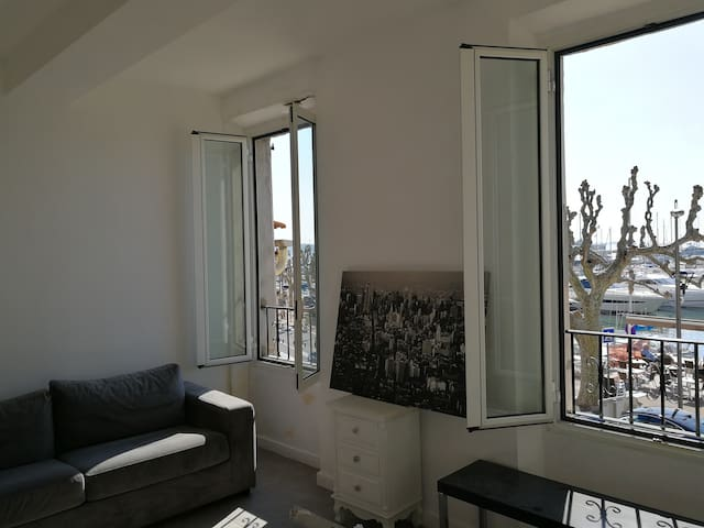 Apartment fully equiped - sea & port front - Golfe - Vallauris - Byt