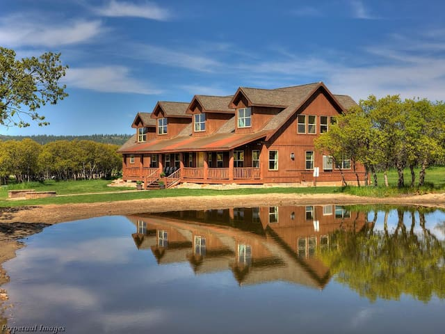 Hidden Oaks Lodge