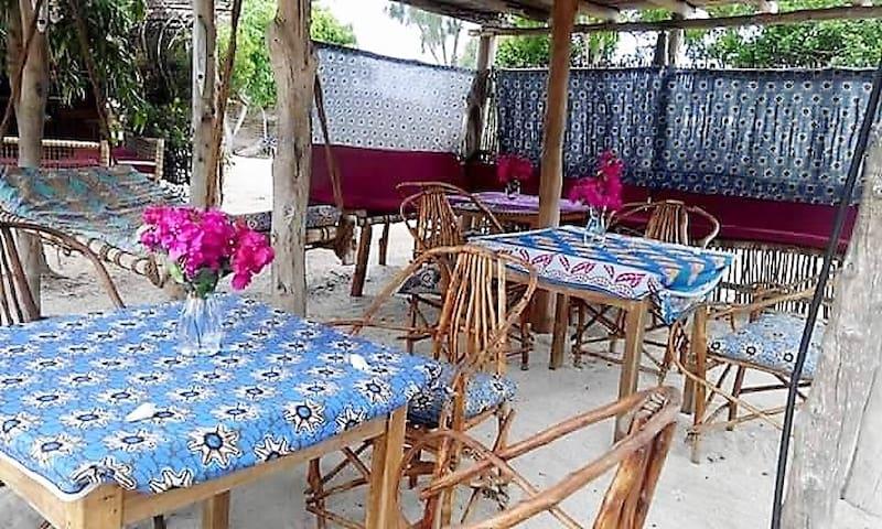 Twiga Beach Bungalows: Nne - Kizimkazi Dimbani - ที่พักพร้อมอาหารเช้า