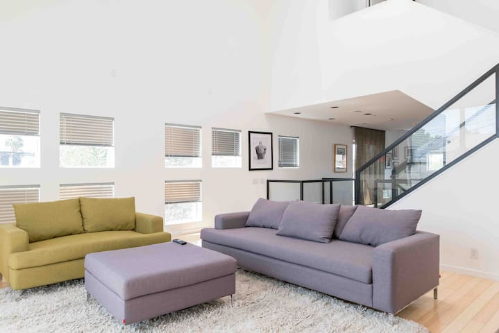 2bdrm 2bathrm contemporary loft in Dwntown LV