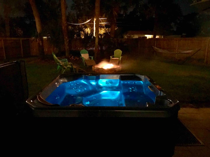 A wk-day special Jacuzzi, Near Dwtn, Amp & Beaches