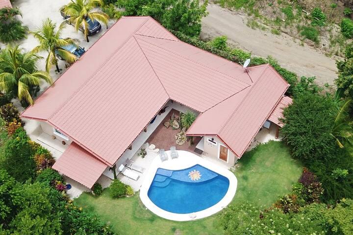 Casa Rio Vista-Main House (5 Min Drive to Samara)
