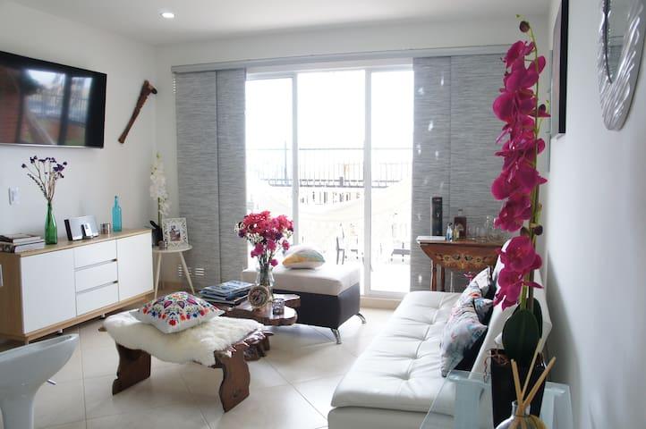 Hermoso  Apartamento La Mesa 6 Huéspedes