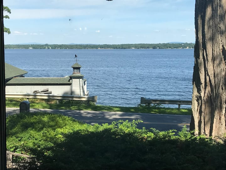 Beautiful Lake Champlain Retreat - 4 bedrooms