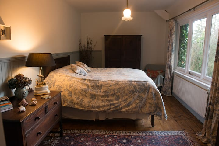 Lovely room in beautiful, secluded Dartmoor house.