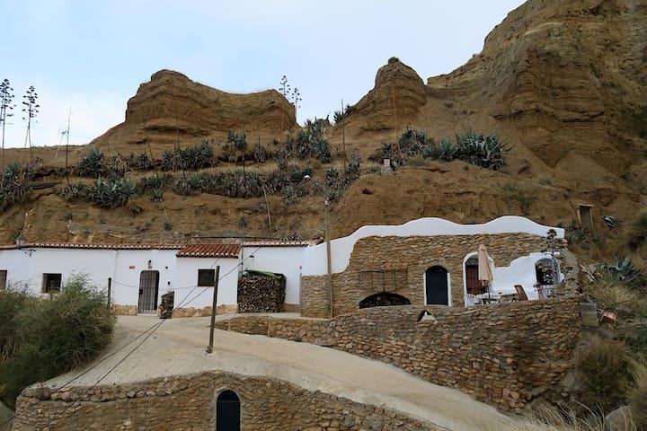 Cueva Solano y disfruta de algo sorprendente!