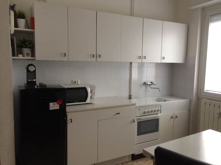 Small, smart, well served apartment close to Milan