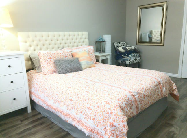 Gorgeously Bright Apartment in Downtown Kitchener