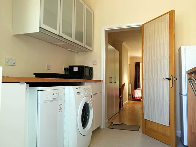 Studio near Addenbrokes Hospital - Cambridge - House