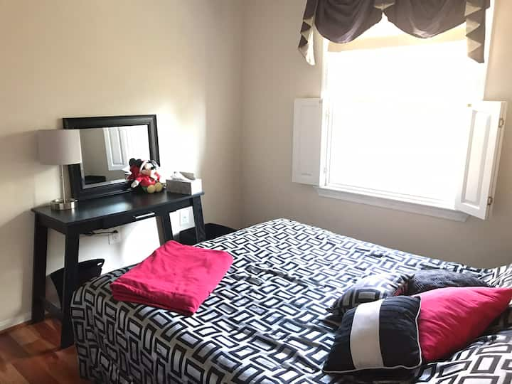 Cozy super clean bedroom 3 mins from George Mason