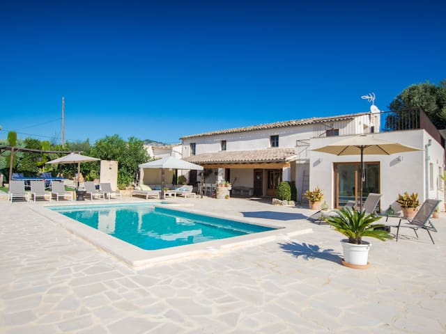 Spacious, fully renovated villa with pool in a beautiful surrounding