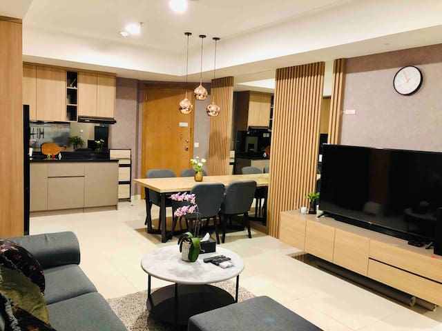 Living room, kitchenette and dining table