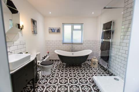 Oakley's Retreat, a stunning luxury chic hideaway