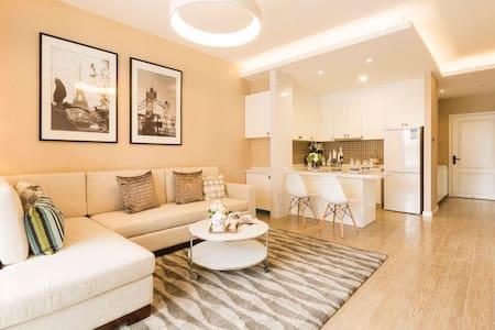 两居.富龙雪场对面绝佳视野4星级公寓,客厅开放式厨房订房买二赠一晚平日 - 张家口 - Penzion (B&B)