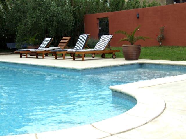 grande demeure de charme climatisee avec piscine