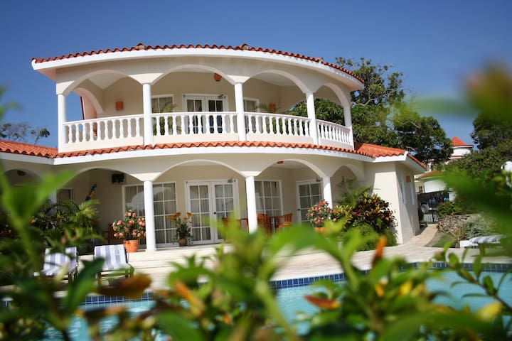 4 Bedroom Crown Villa - 5 STAR VIP All Inclusive!