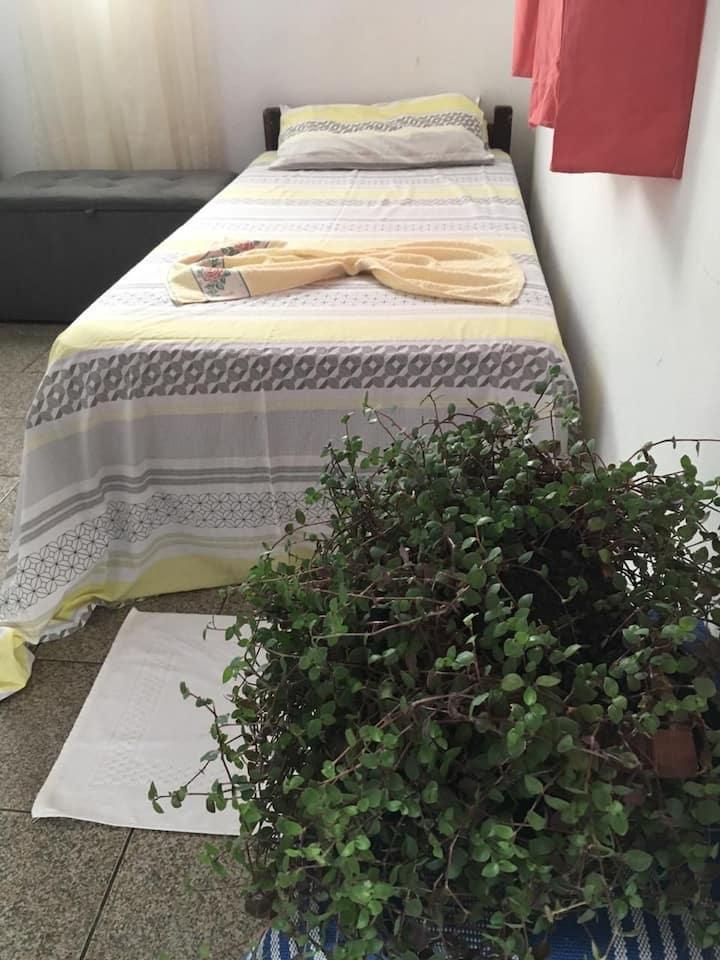 QUARTO COM AR A 300 METROS DA PRAIA DE COROA 🌸🍁