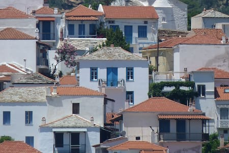 """""""Patience"""", modernised old house with sea view - Skopelos"""