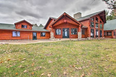 Expansive Ruth Lake Home w/ Dock, Firepit & Beach!