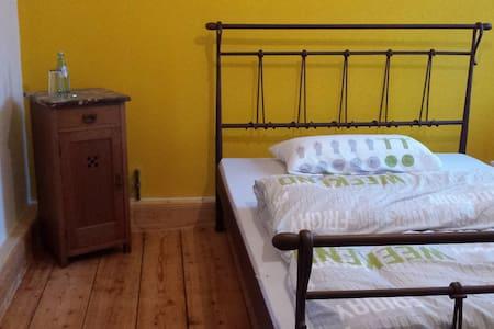 """Alte Mühle Breitenborn """"das gelbe Zimmer"""""""