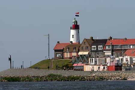 Slaap aan boord van ons zeilschip - Urk - Boat