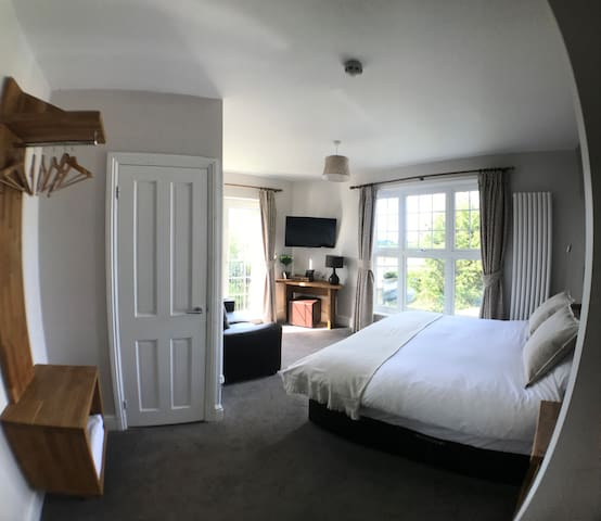 Superior King Room with Riverside Views