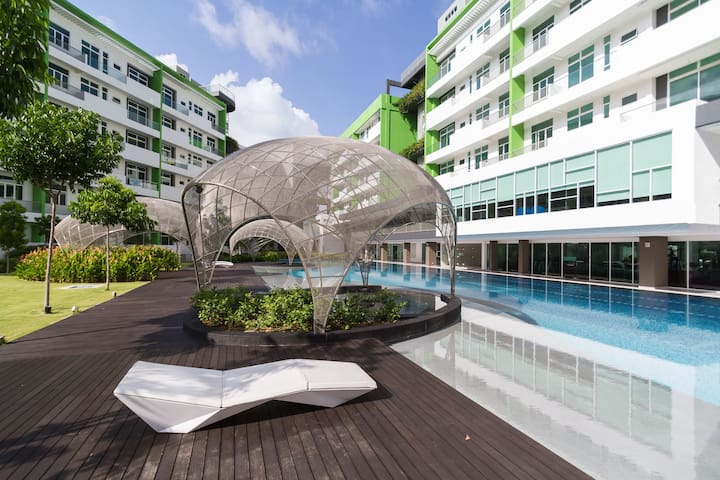 Luxe Airport Resort with Beautiful Pool & Gym - Bayan Lepas - Flat