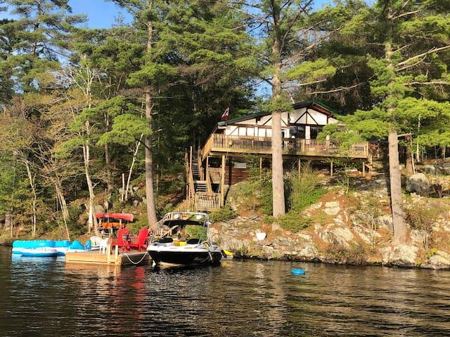 Fabulous Island Family Cottage on Healey Lake