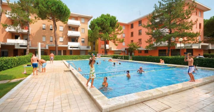 apt for 4+1 persons with pool in Bibione R41817