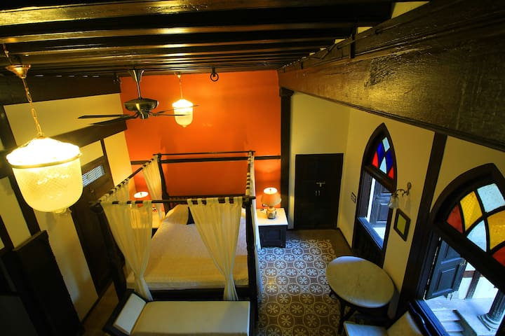 'Suite Room' in 250 yrs old Heritage Haveli