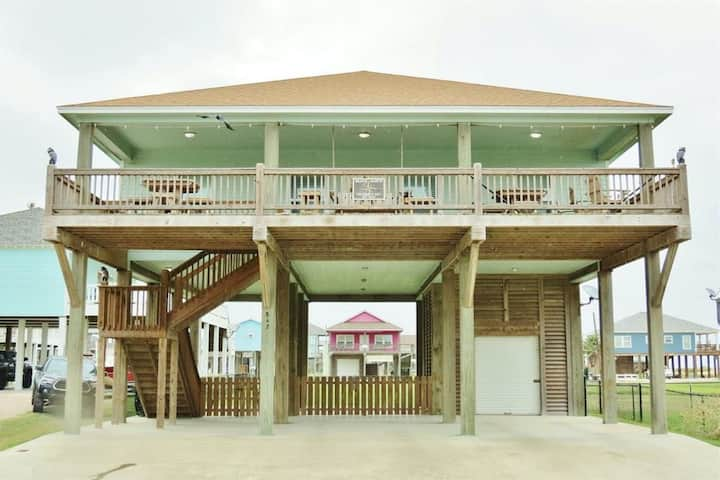 Beautiful Two-Level Home w/Free WiFi, Gulf Views, Private Deck - Next to Beach!