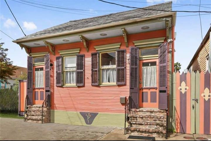 1 BR/1BA Guest Suite in Colorful Bywater Cottage